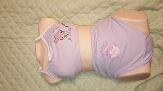 vy7qWyz - ロリコンワイ将、据え置き型つるぺたオナホに女児下着を着せご満悦